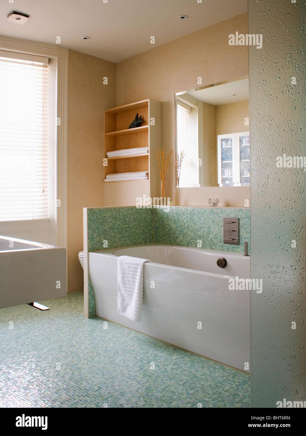 Carrelage Mosaique Vert Et Splash Au Dessus De Baignoire Blanc Dans