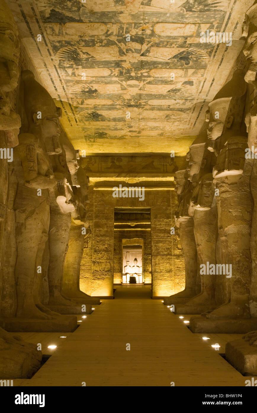 statues sculpt es l 39 int rieur du grand temple d 39 abou simbel en egypte banque d 39 images photo. Black Bedroom Furniture Sets. Home Design Ideas