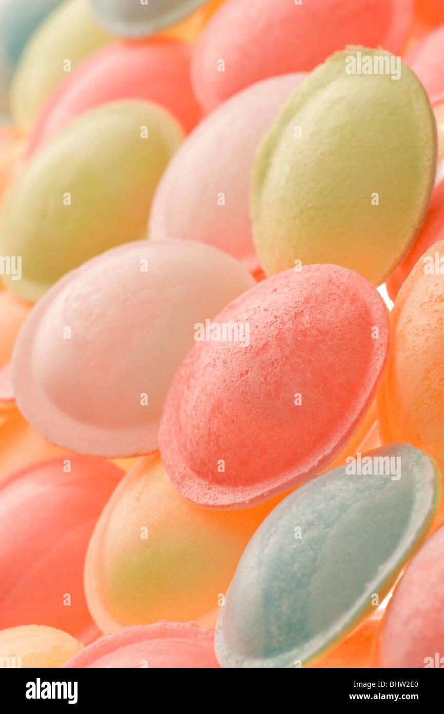 Studio shot of flying saucer rétroéclairé sweets Banque D'Images