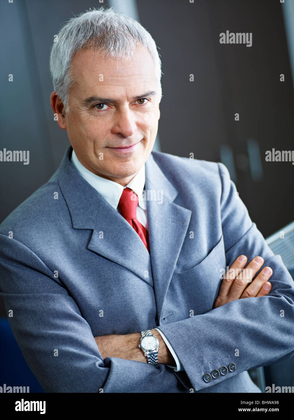Portrait of mature man with arms folded, looking at camera. Copy space Banque D'Images