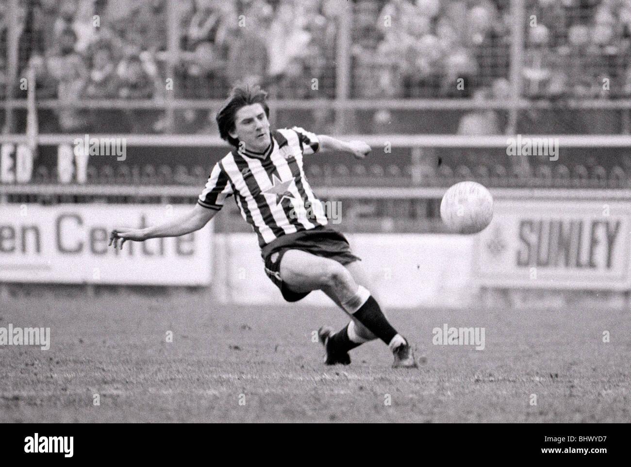 Avril 1984 Charlton Athletic v Newcastle United Football joueur de football des années 1980, Peter Beardsley Photo Stock
