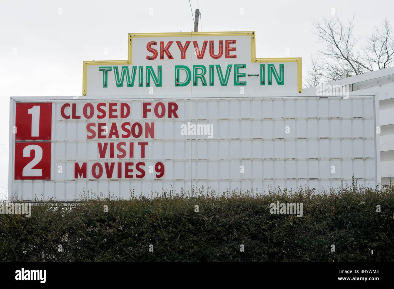 Panneau d'entrée d'un cinéma drive-in en Amérique Photo Stock