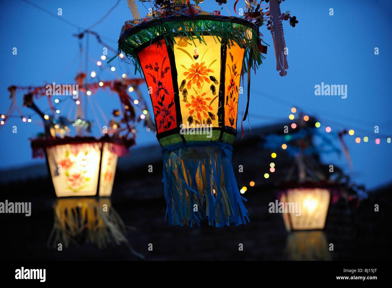 Lanternes à la main pendant la Fête du Printemps à Yuxian, province de Hebei, Chine. 27-Feb-2010 Photo Stock