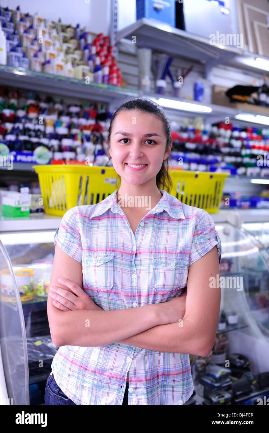 Portrait de l'heureux propriétaire d'une papeterie Photo Stock
