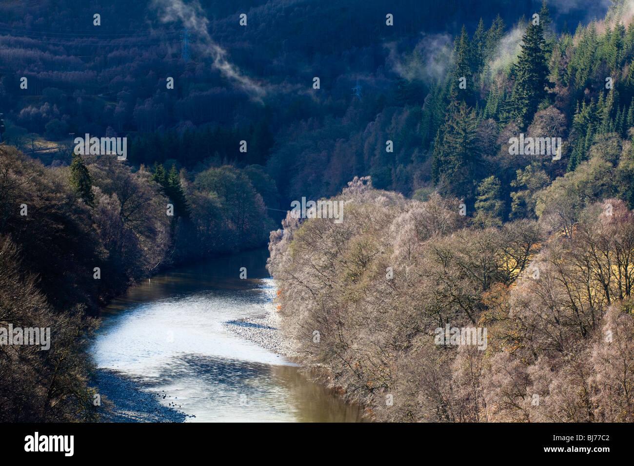 L'Écosse, les Highlands écossais, Killiecrankie. La rivière Garry et forêt environnante, près du col de Killiecrankie. Banque D'Images