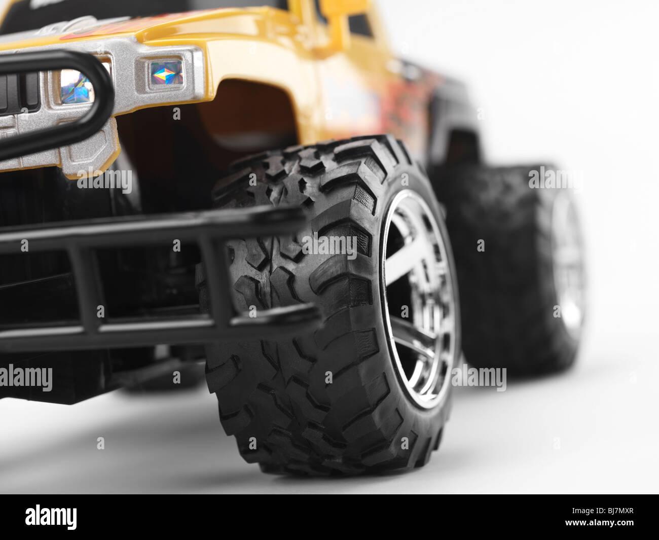 Blanc Truck Sur Monster LibreIsolé Jouet Voiture Volant Fond HED92I