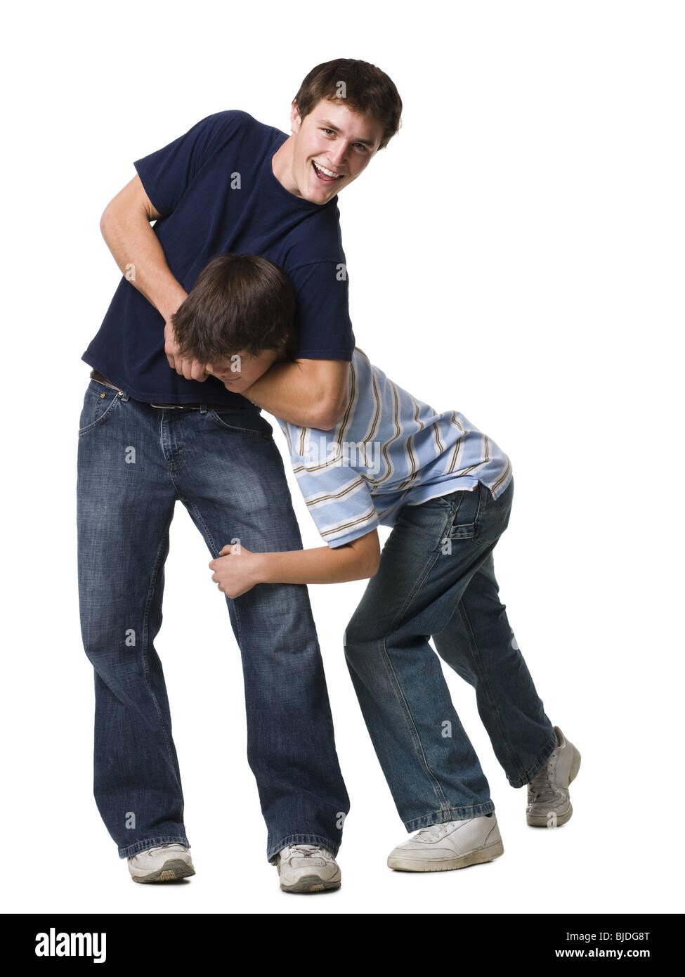 Deux frères de lutte. Photo Stock