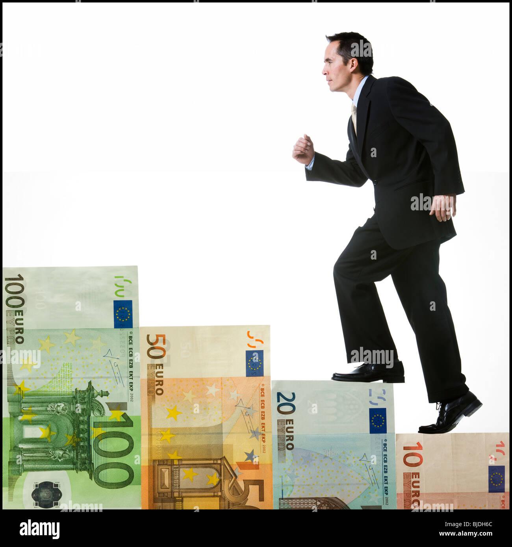 Escalade homme d'un escalier d'argent Photo Stock