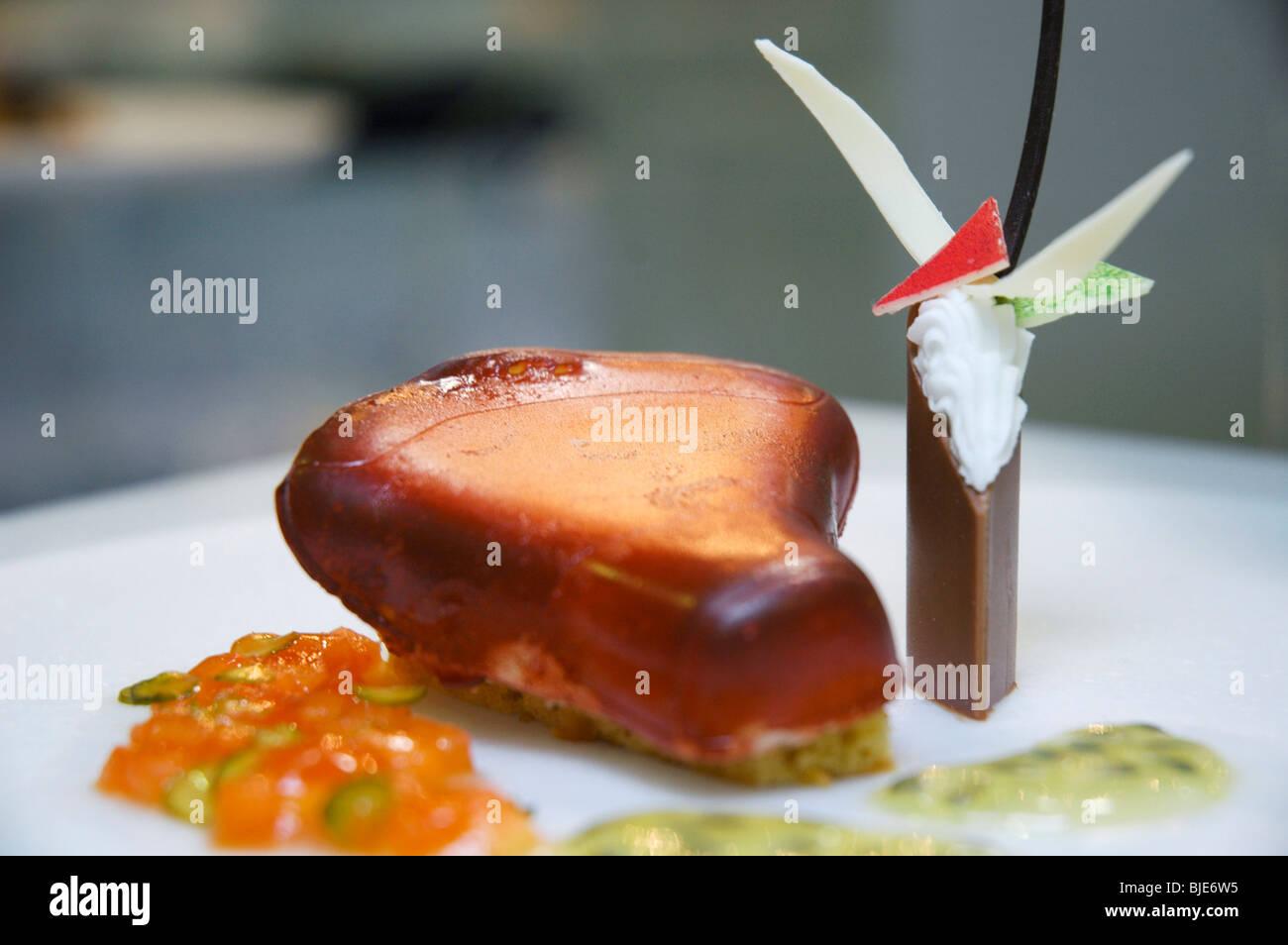 La cuisine italienne dans un plat décoré Photo Stock