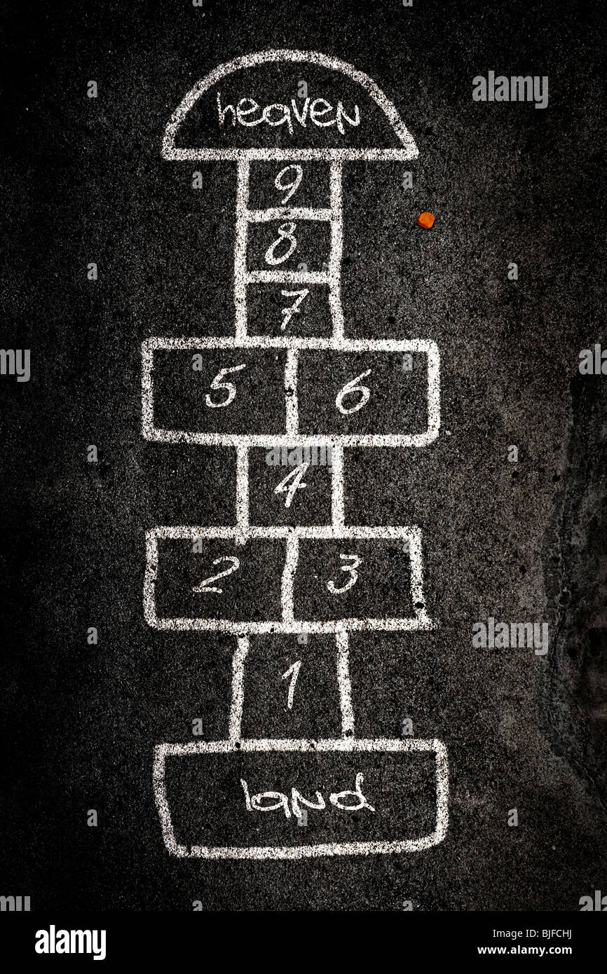 La marelle jeu conçu sur la route avec de la craie Banque D'Images