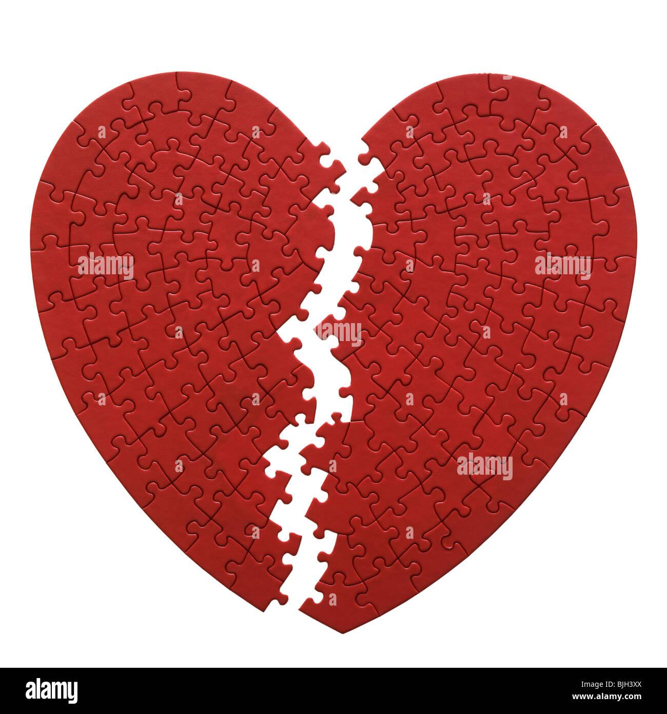 Puzzle en forme de coeur rouge sur fond blanc Photo Stock