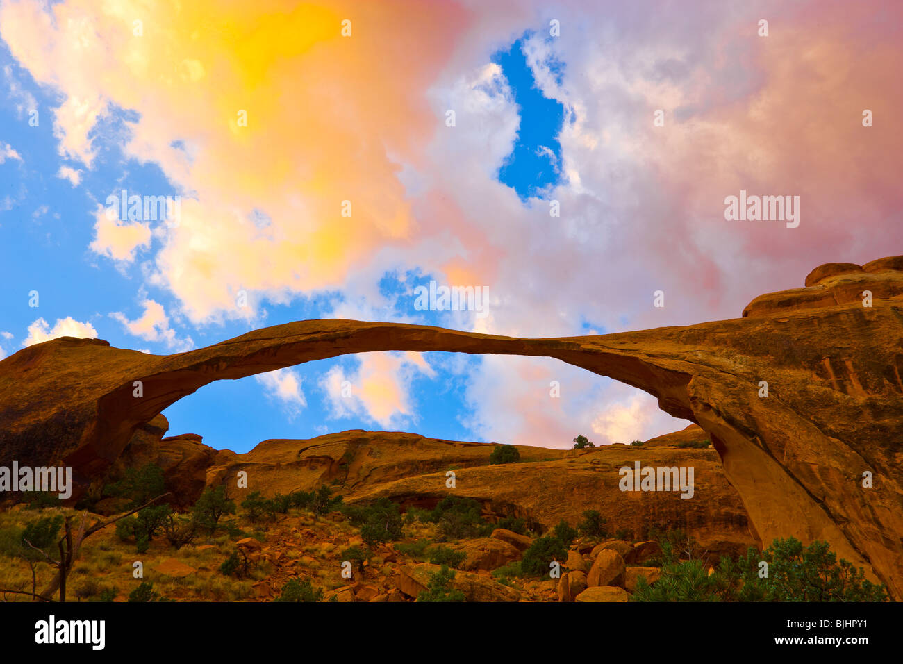 Landscape Arch, Arches National Park, Utah, l'un des plus longs travées naturelles, Devils Garden Photo Stock