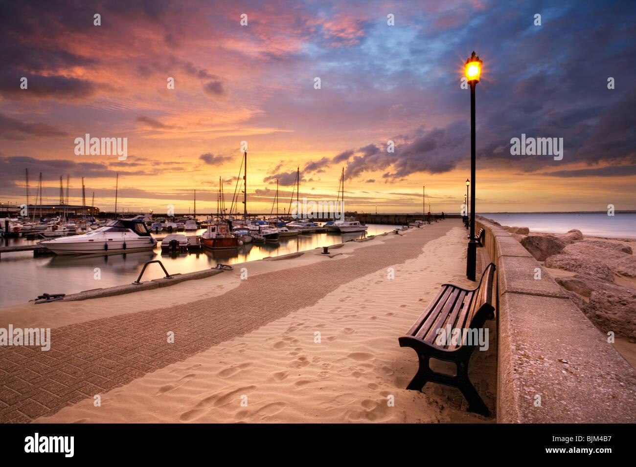 Soleil sur Port de Ryde. L'île de Wight, Angleterre, RU Photo Stock