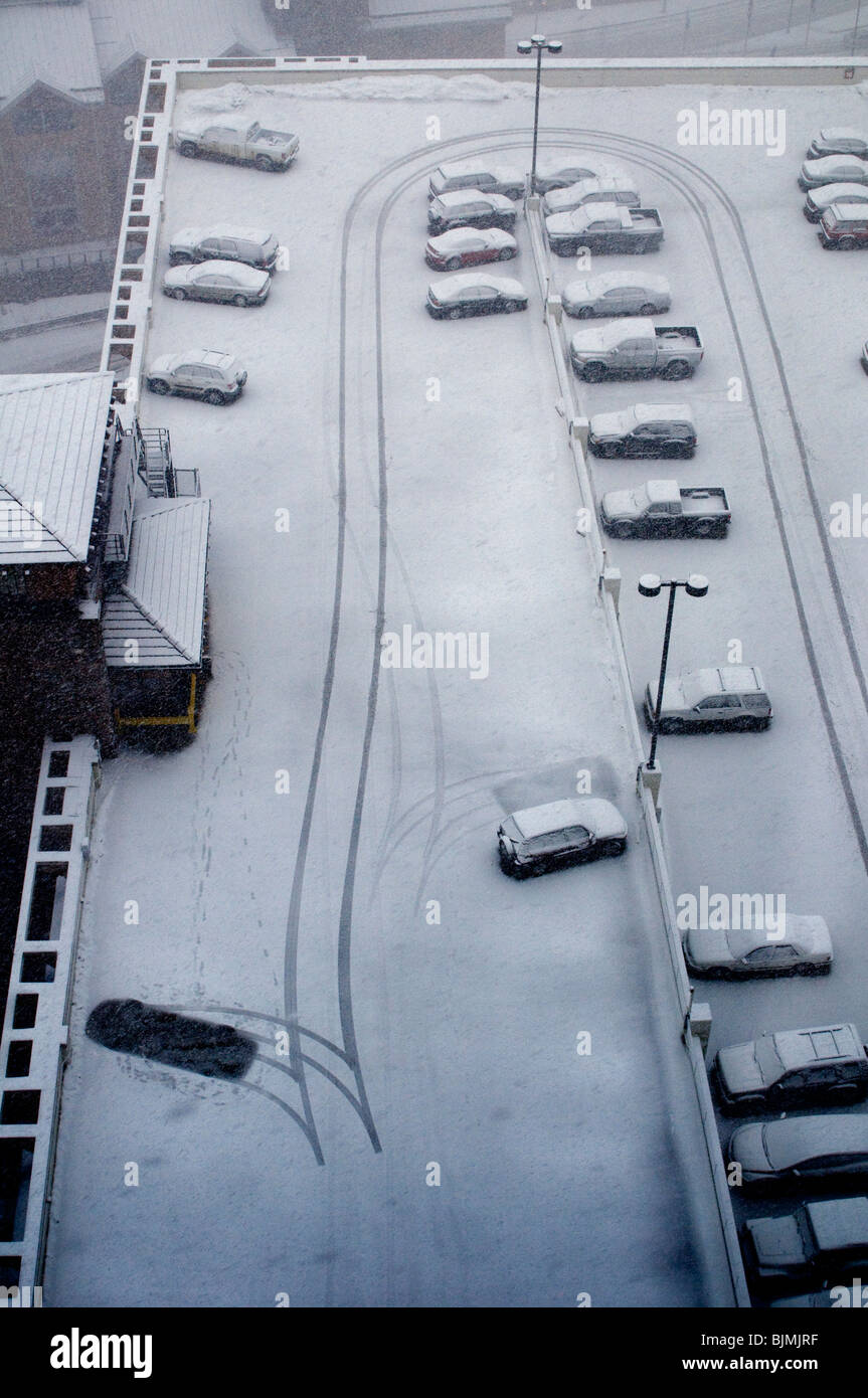 L'hiver avec des voitures et de la neige Photo Stock