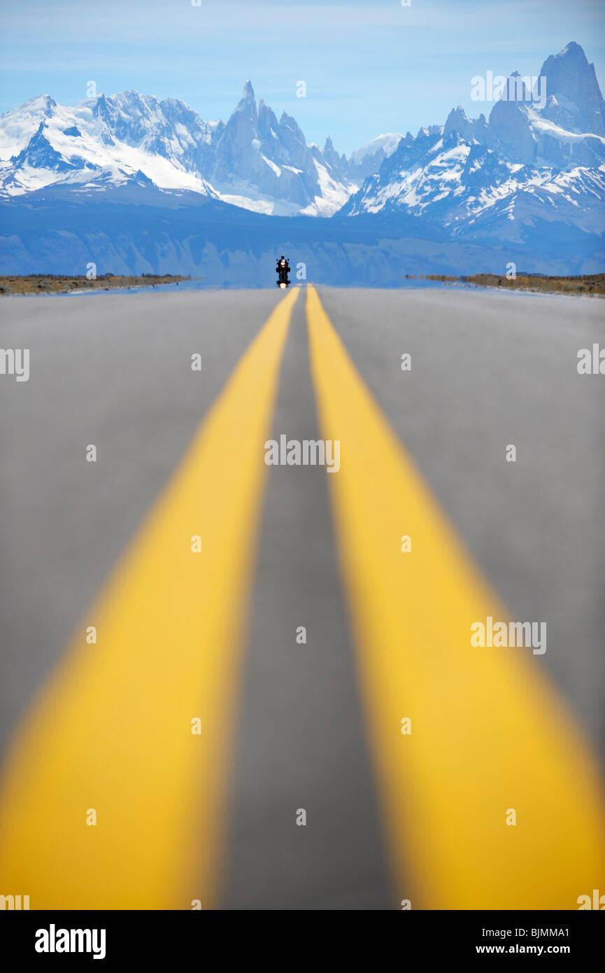 Avec des marquages routiers, El Chalten, Andes, Patagonie, Argentine, Amérique du Sud Photo Stock