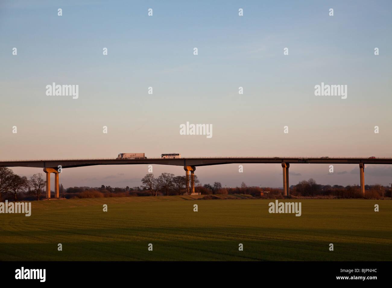 M62 Trafic sur l'Ouse Bridge près de Howden, East Yorkshire. Photo Stock