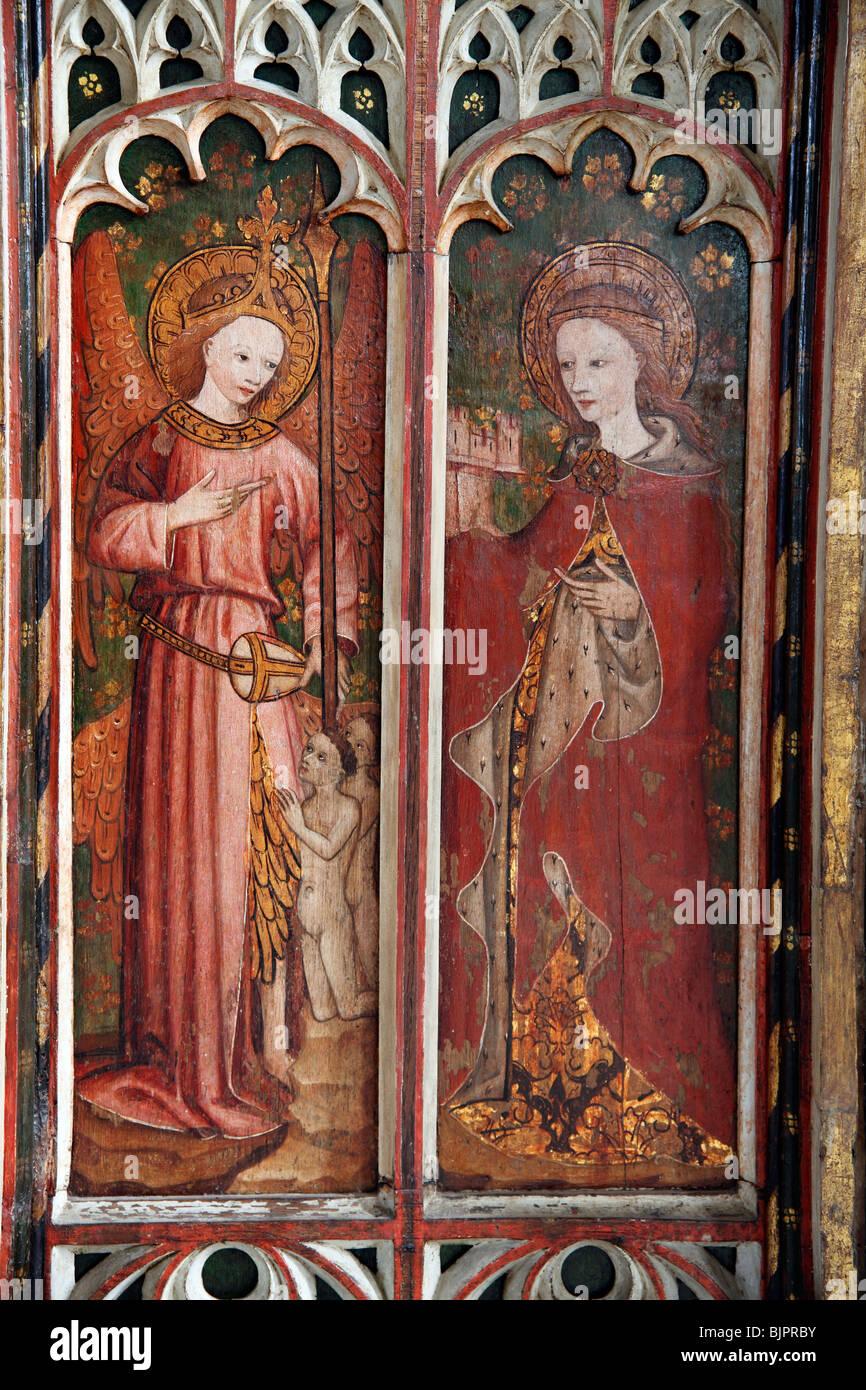 Jubé peint représentant Saint Barabara droit et un ange gardien, St Michel et tous les Anges, Barton Turf, Photo Stock