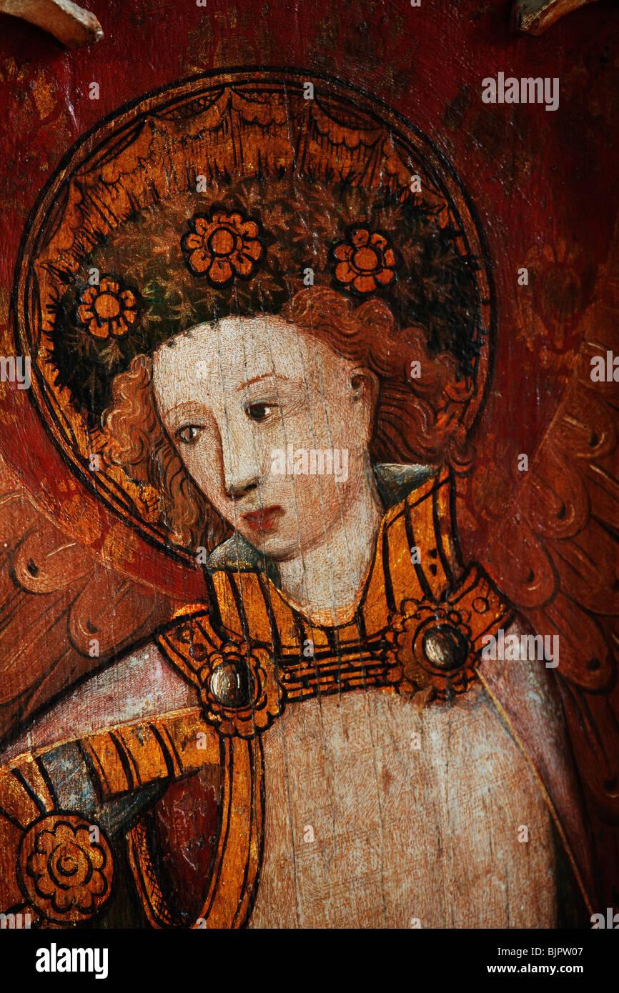 Jubé peint représentant Saint Michel Archange, St Michel et tous les Anges, Barton Turf, Norfolk Banque D'Images