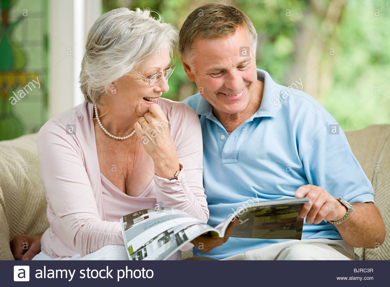 Couple looking at brochure Photo Stock