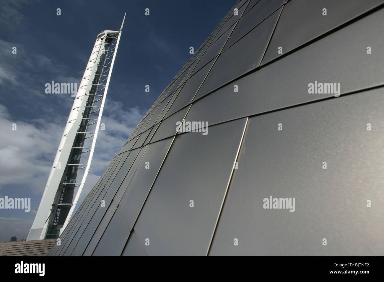 Ville de Glasgow, en Écosse. Vue rapprochée de la Science Centre de Glasgow avec revêtement titane Tour et dans Banque D'Images