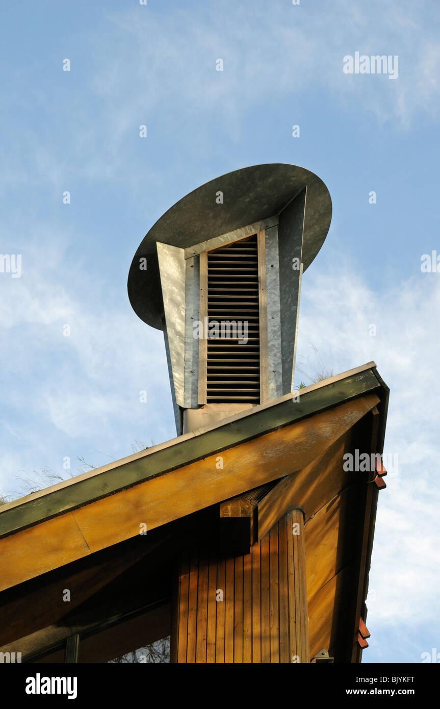 Un tableau de bord qui intègre un système de ventilation passive sur le toit du Centre pour l'environnement, Photo Stock