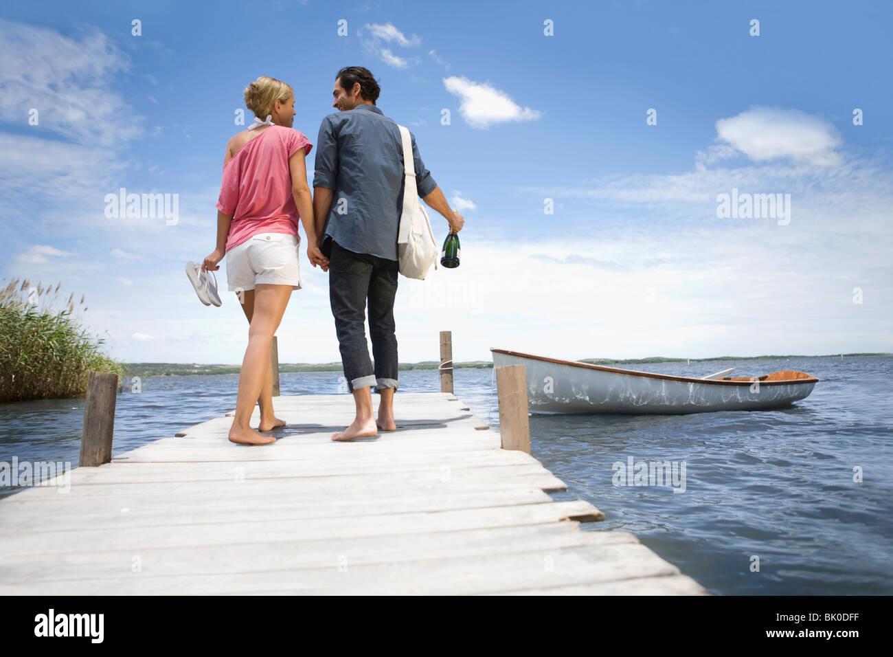 Couple de commencer un voyage de bateau Photo Stock