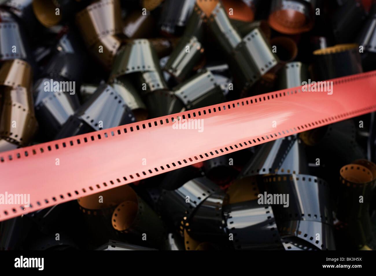 Rouleaux de sous-développés, le film de 35 mm, émulsion d'un vieil technologie analogique remplacée Photo Stock