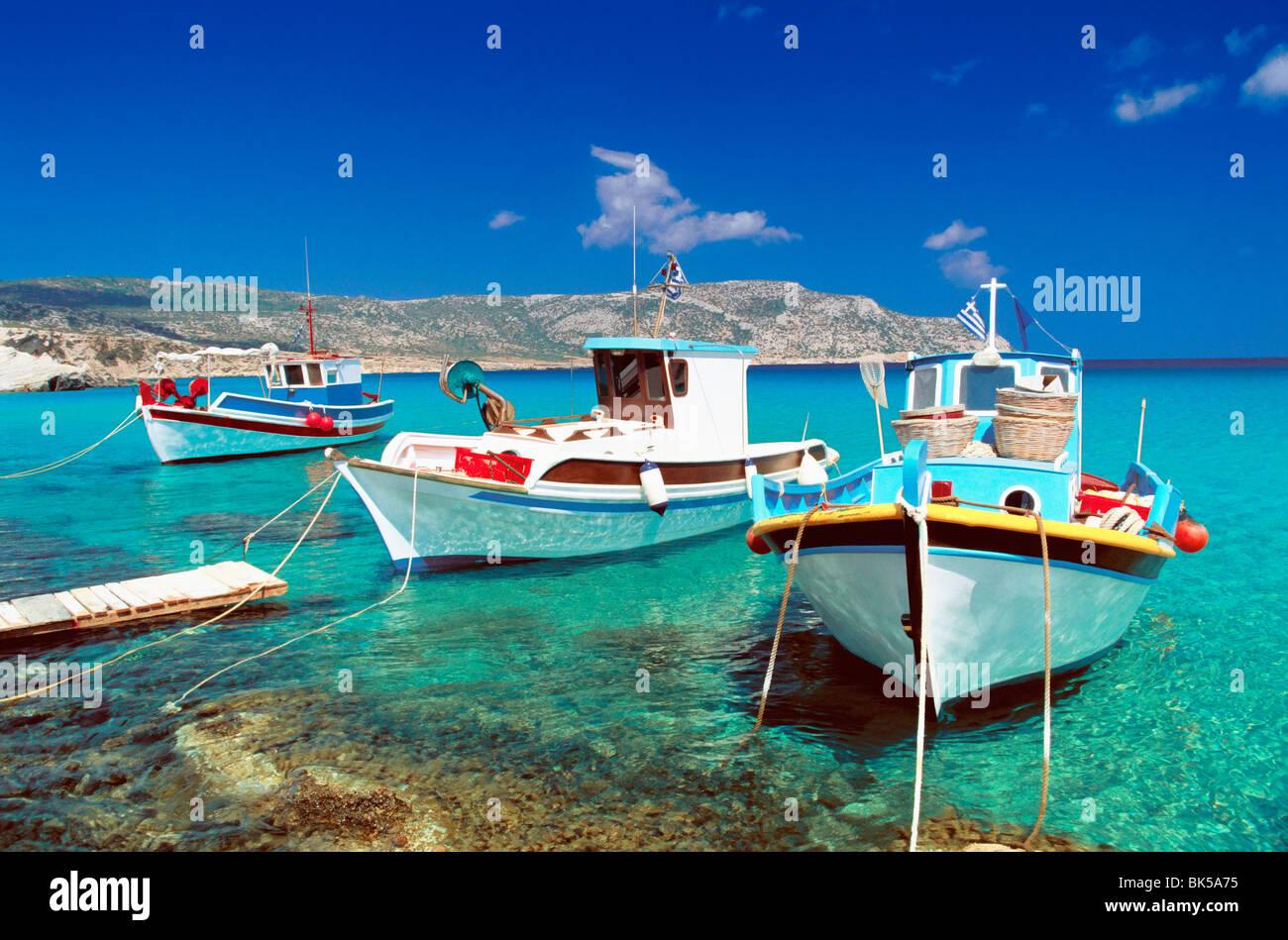 Des bateaux de pêche à l'Anopi Beach, Karpathos, Dodecanese, îles grecques, Grèce, Europe Photo Stock