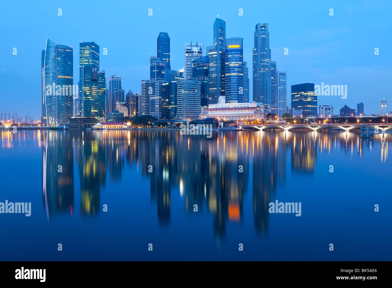 Skyline et le quartier financier, à l'aube, à Singapour, en Asie du Sud-Est, l'Asie Photo Stock