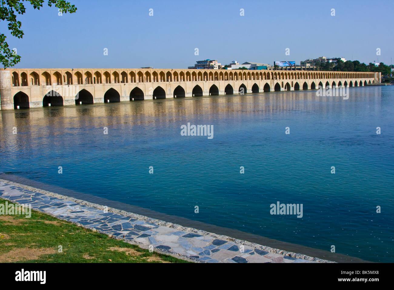 Si-O-se d'un pont ou pont de 33 arches d'Ispahan en Iran Photo Stock