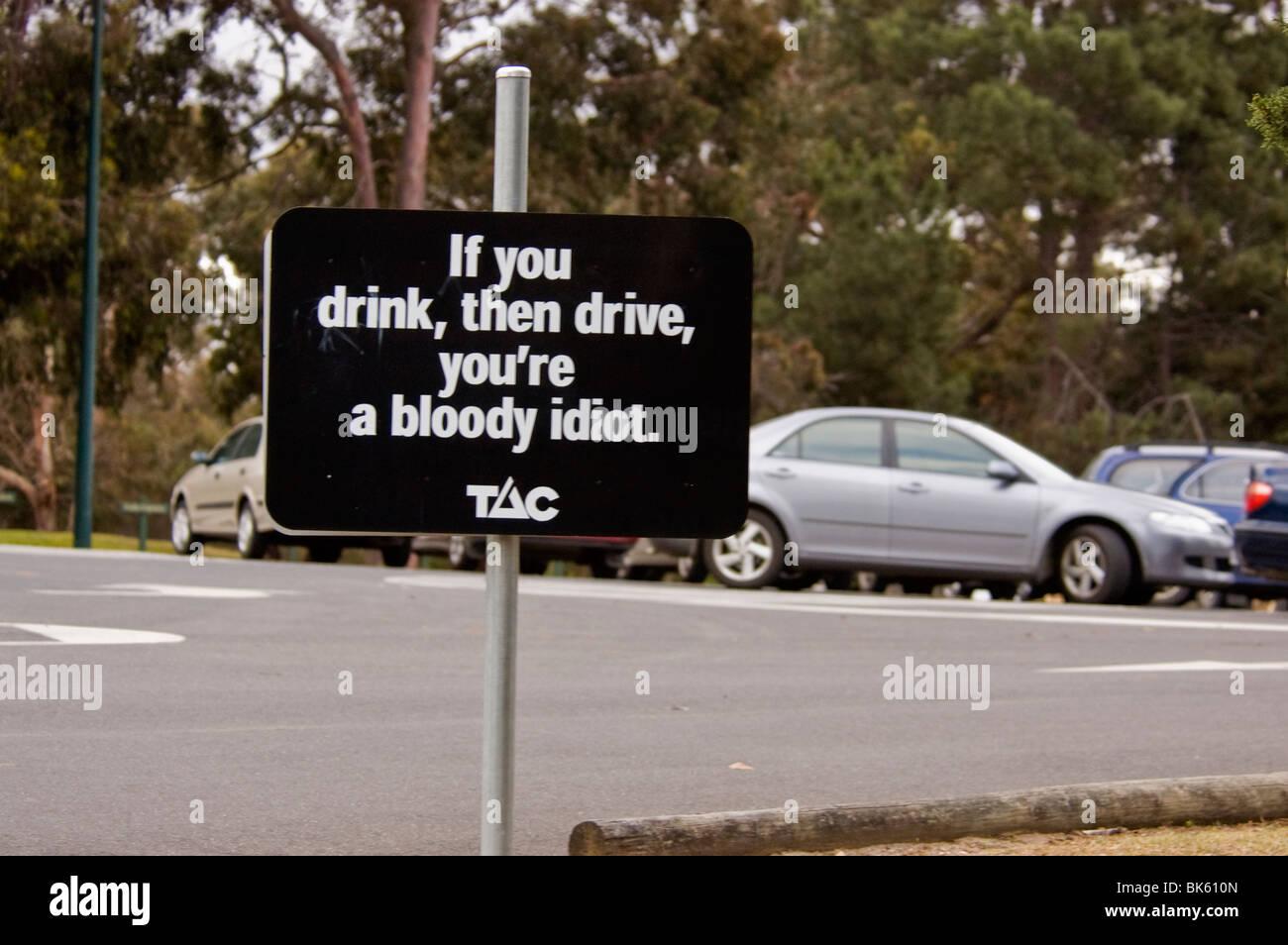 Inscrivez-vous dans un pub et un parking, l'Australie Photo Stock