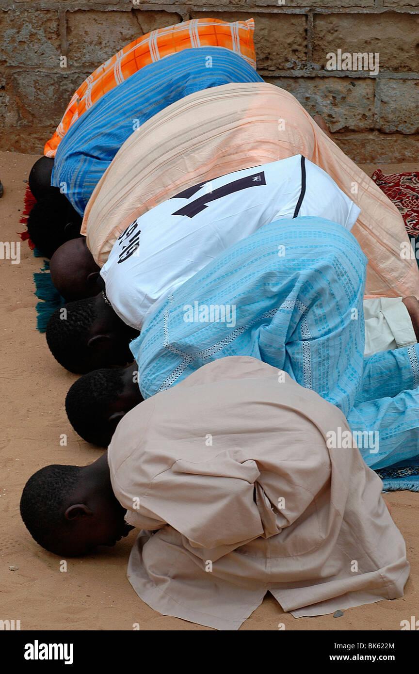 La prière du vendredi, à Dakar, Sénégal, Afrique de l'Ouest, l'Afrique Photo Stock
