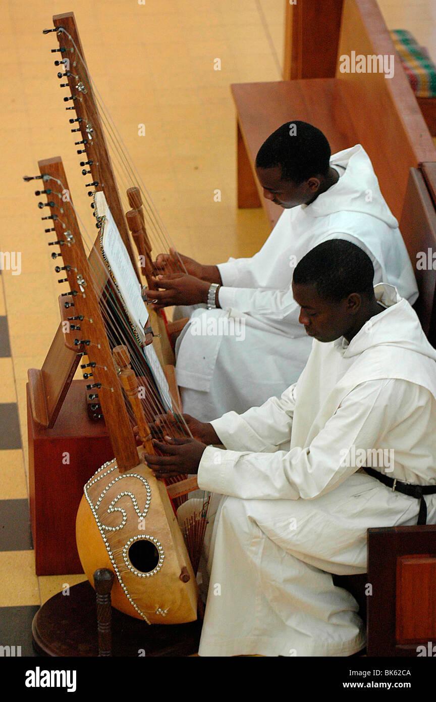 Messe à Keur Moussa monastère bénédictin, Keur Moussa, au Sénégal, en Afrique de l'Ouest, Photo Stock