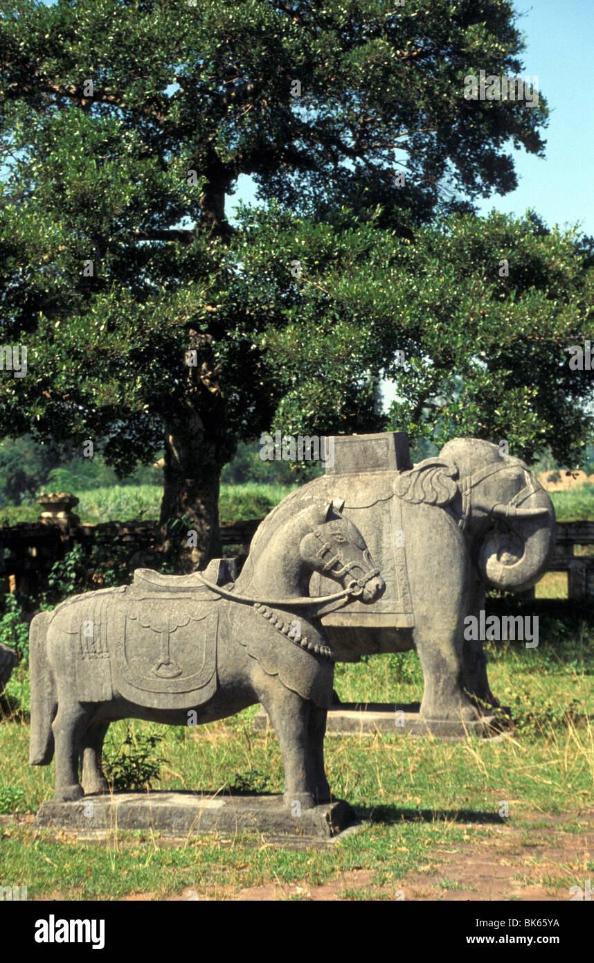 Animal guardian statues at Royal mausolées, Hue, Vietnam, Indochine, Asie du Sud-Est, l'Asie Photo Stock