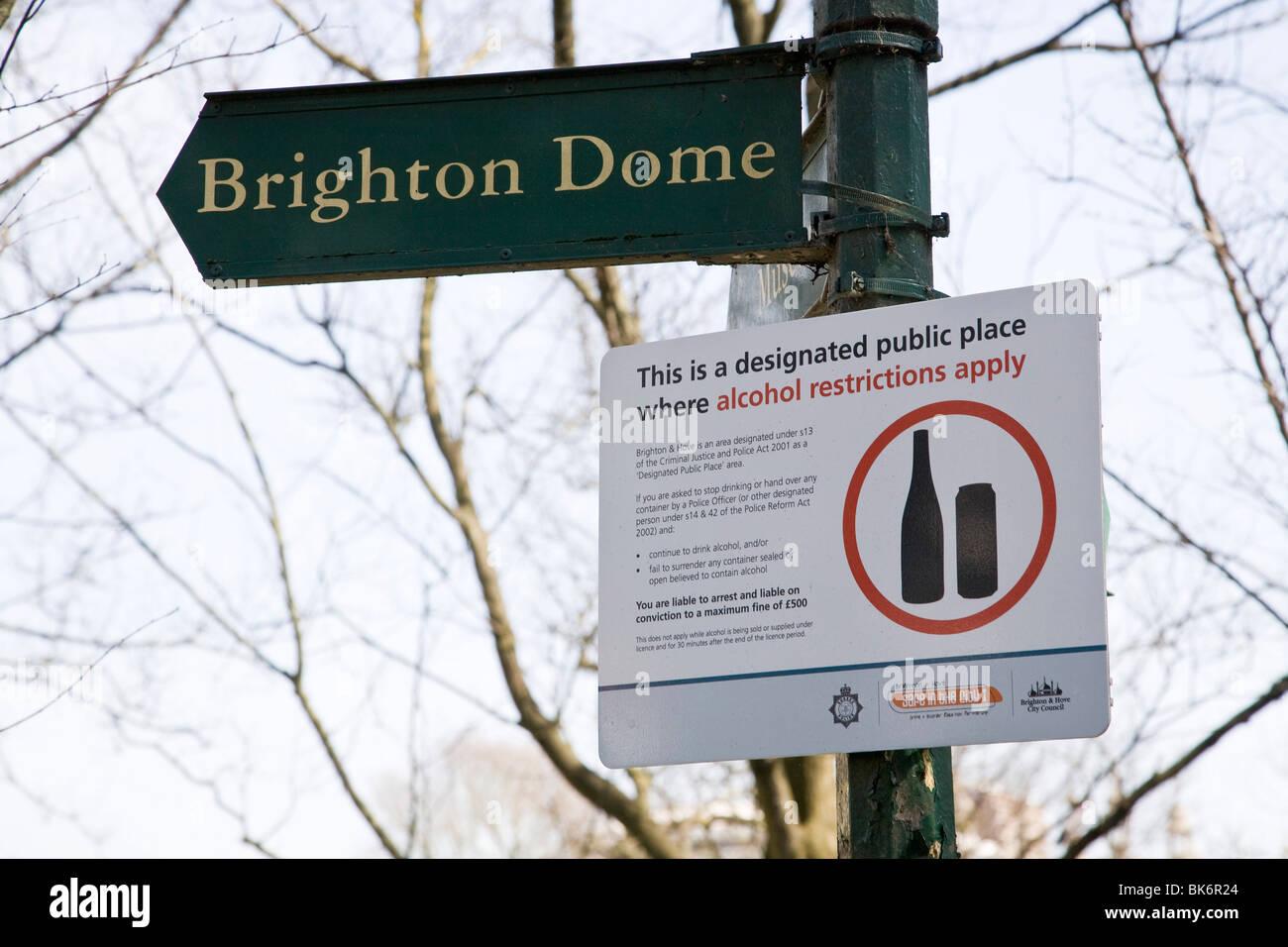 Restriction d'alcool Brighton Brighton Dome signe dans les jardins. Photo Stock