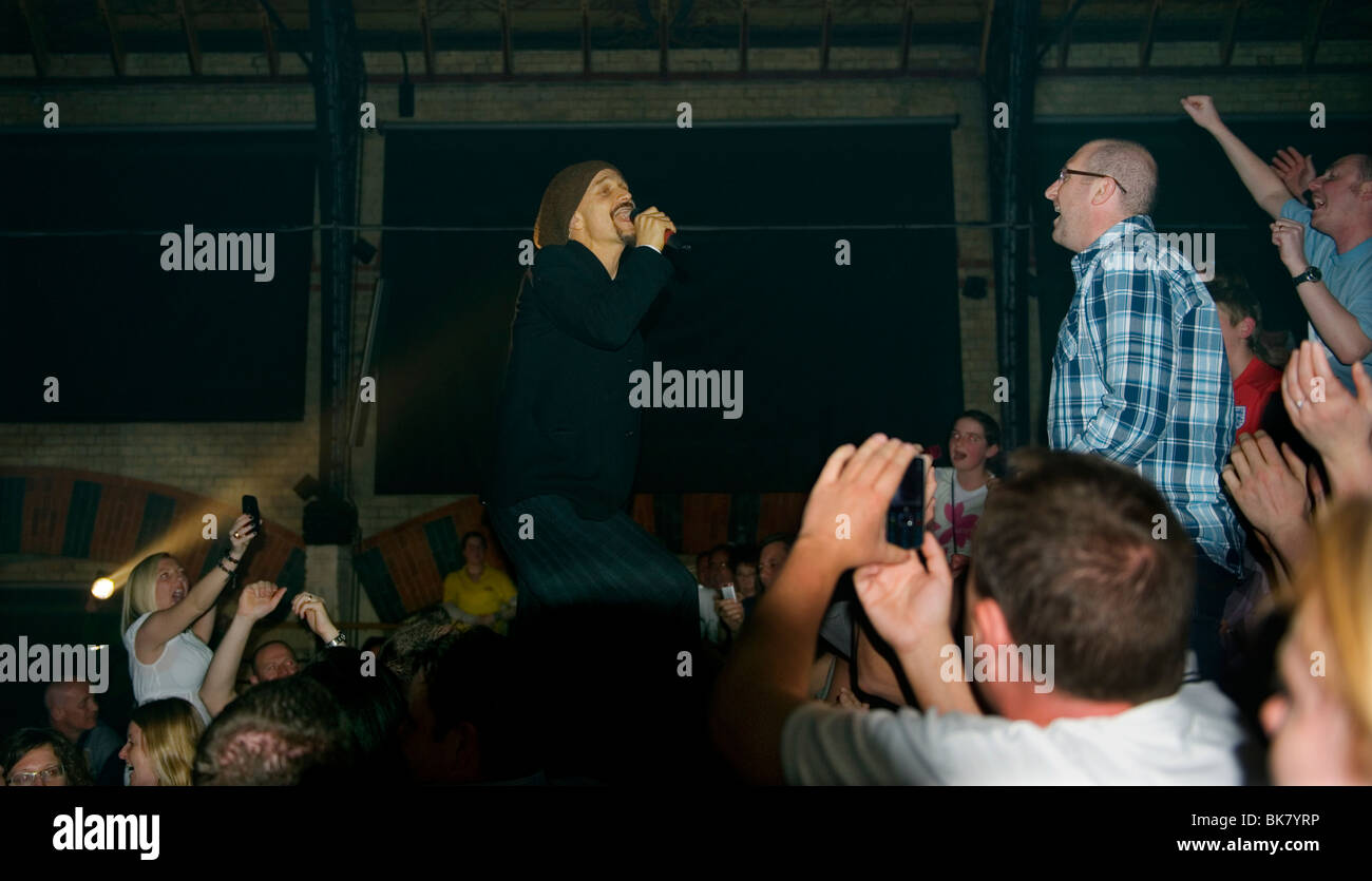La bande de James ( s'asseoir, elle est une Star ) après un écart de 5 ans sont de nouveau en tournée Photo Stock