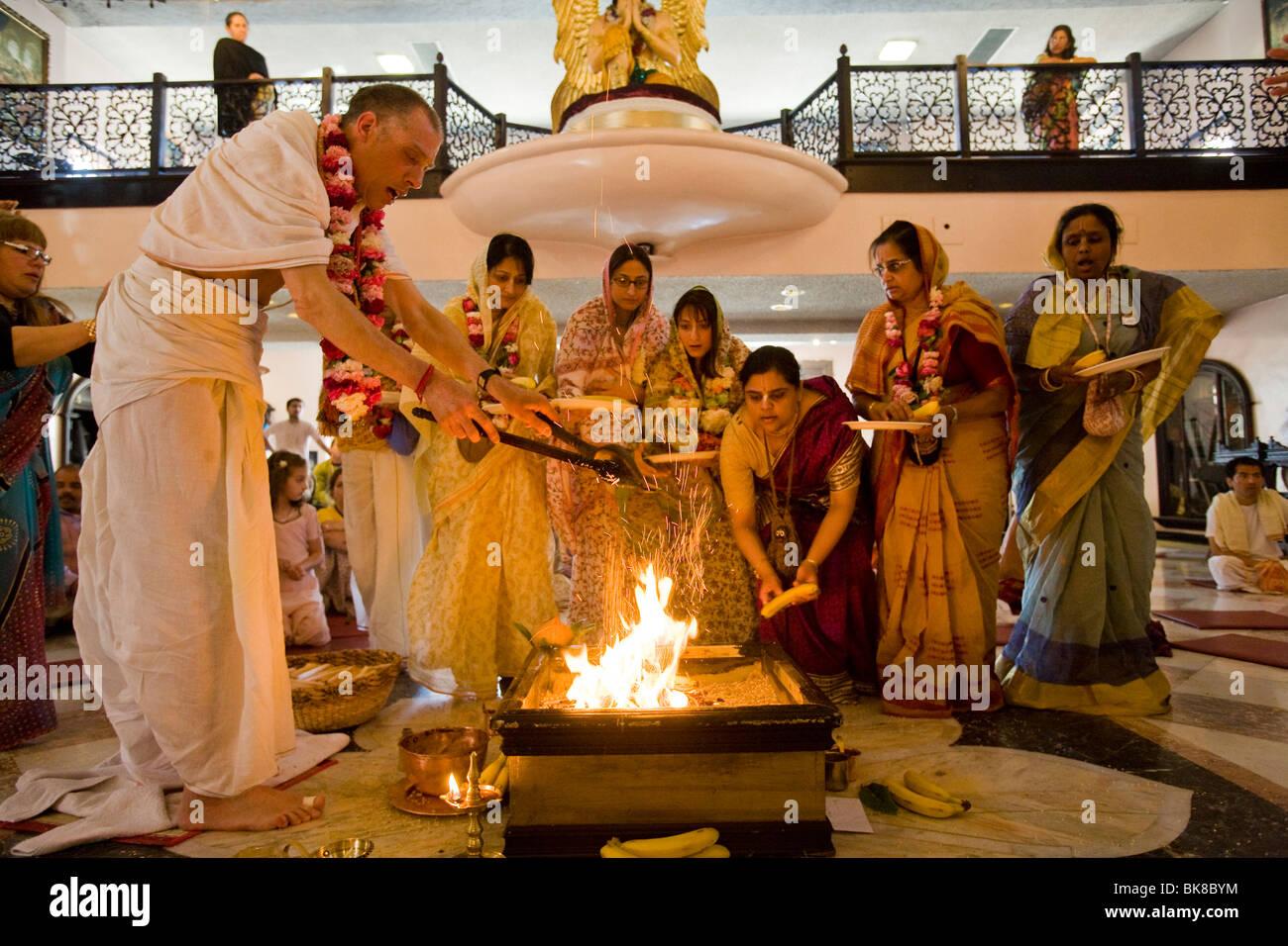 Cérémonie au temple Hare Krishna à Culver City, Los Angeles County, Californie, États-Unis d'Amérique Banque D'Images