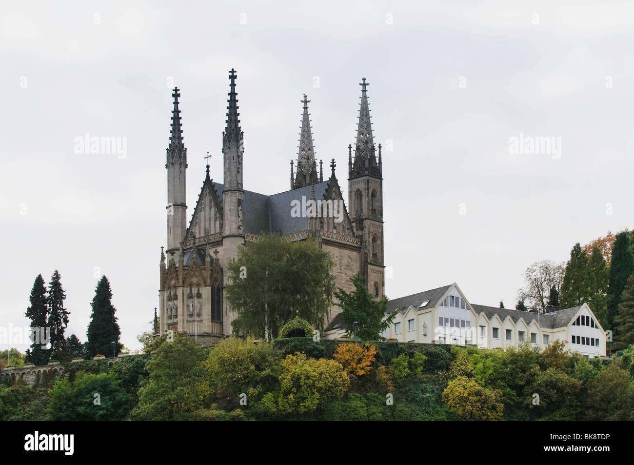 Église de pèlerinage de Saint-apollinaire avec bâtiments agricoles, Remagen, Rhénanie-Palatinat, Photo Stock
