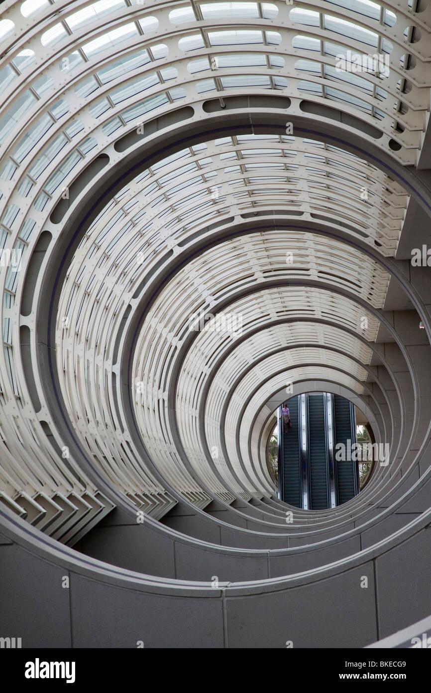 Des cercles concentriques dans le plafond de l'atrium du centre de convention de San Diego Photo Stock