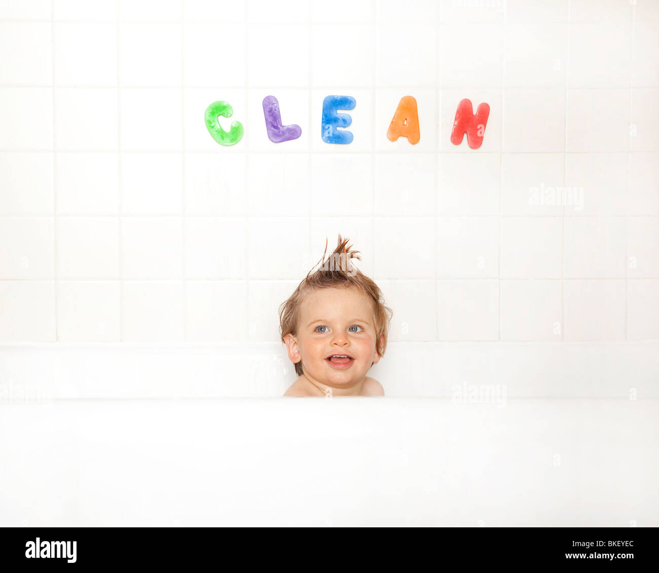 Baby Boy in bathtub Banque D'Images