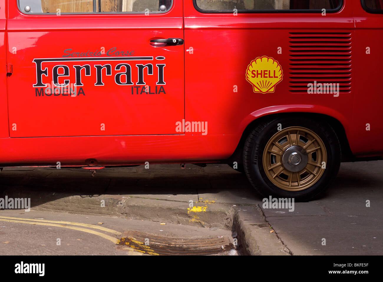 Ancien Véhicule de soutien Ferrari Photo Stock
