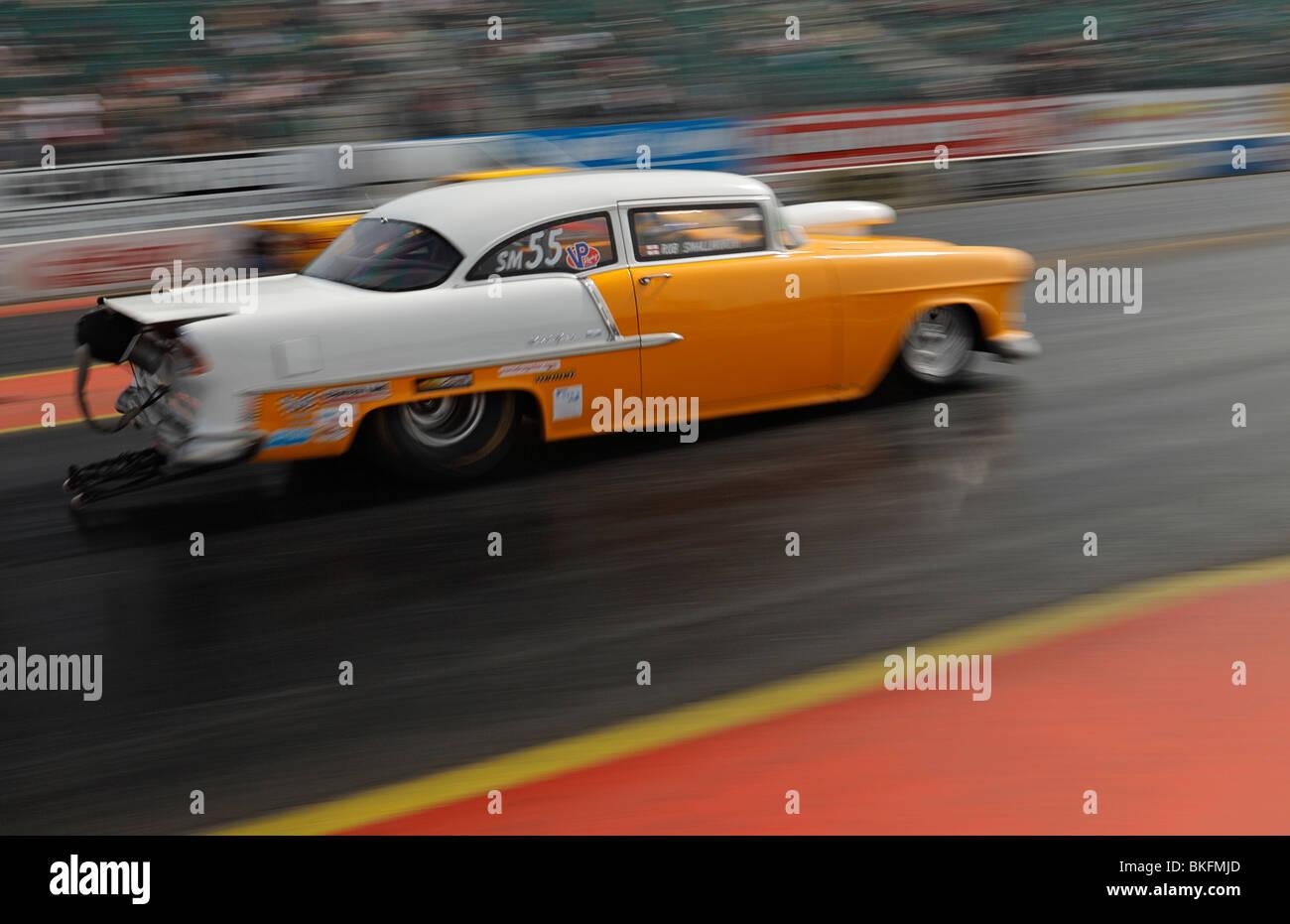 Course d'accélération, la voiture conduite par Rob Smallworth avec blur et le mouvement. Photo Stock
