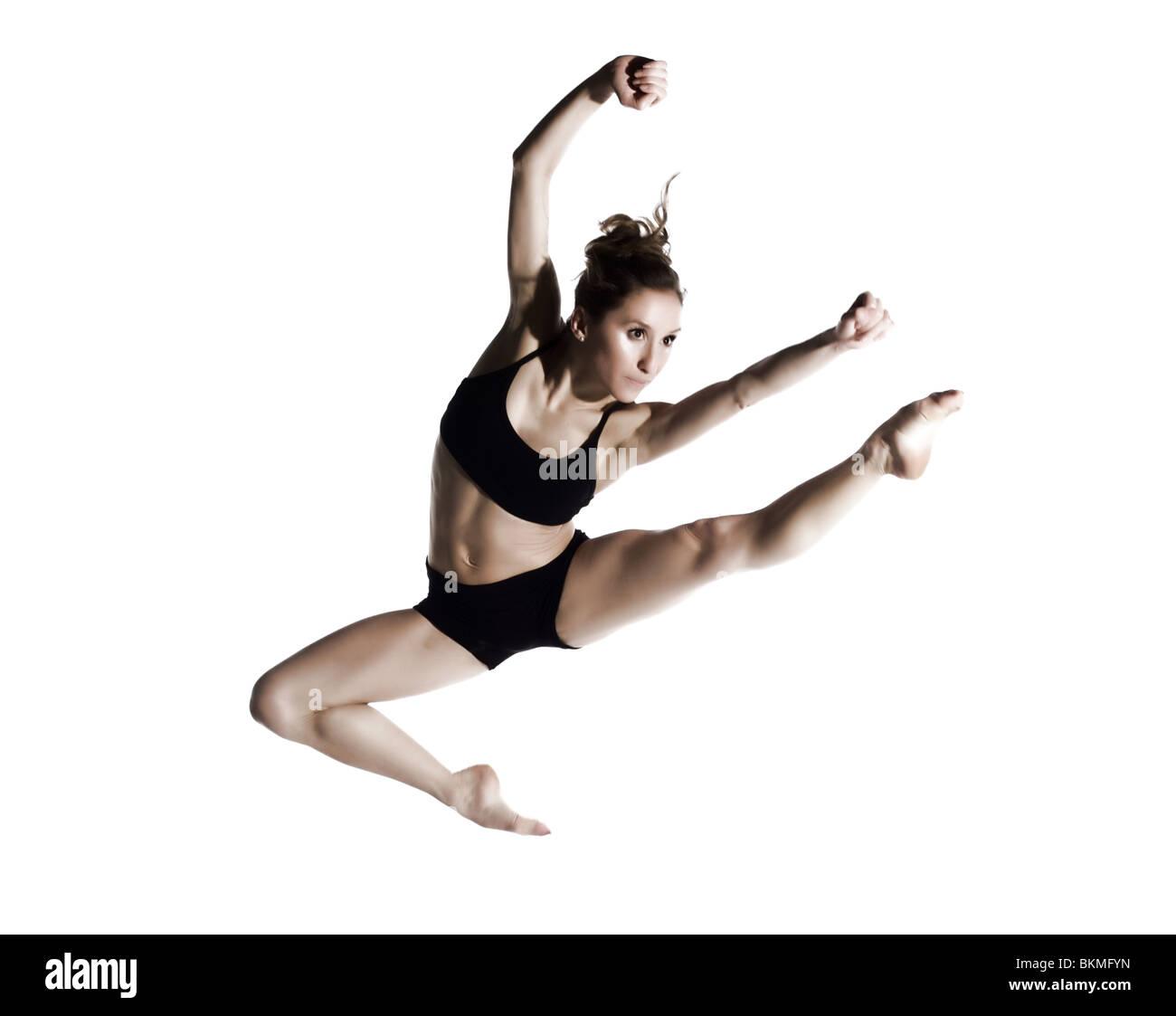 Jeune danseuse professionnelle sautant Photo Stock