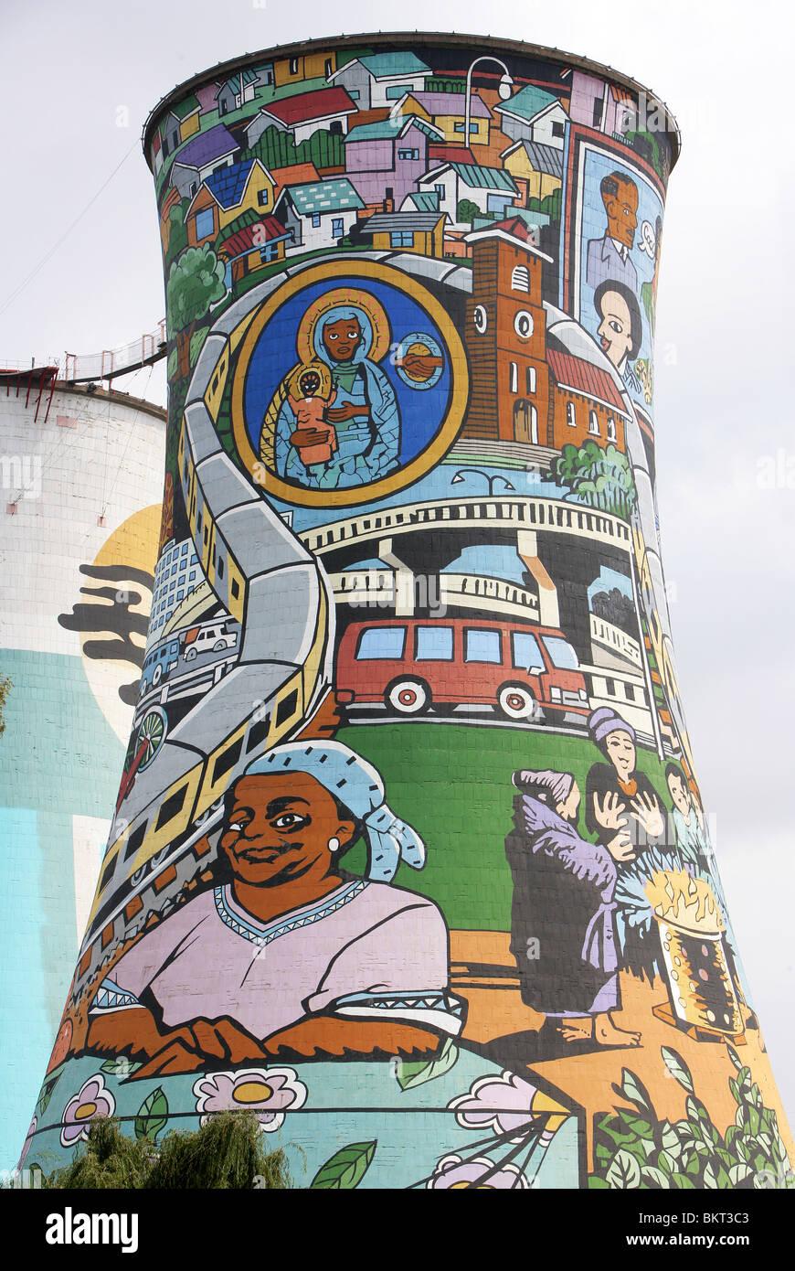 Tour de refroidissement Power Station peint à Soweto, Johannesburg, Afrique du Sud Photo Stock