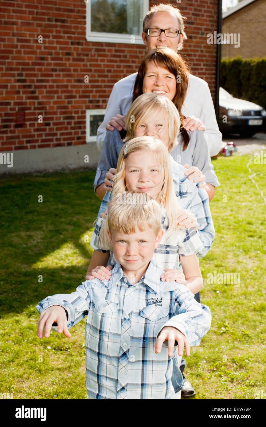 Famille en ligne Photo Stock