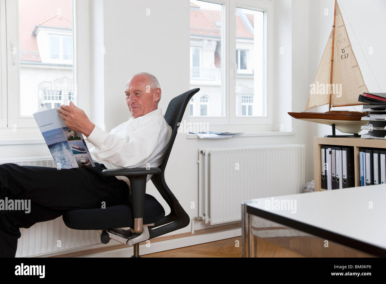 Businessman reading brochure Photo Stock