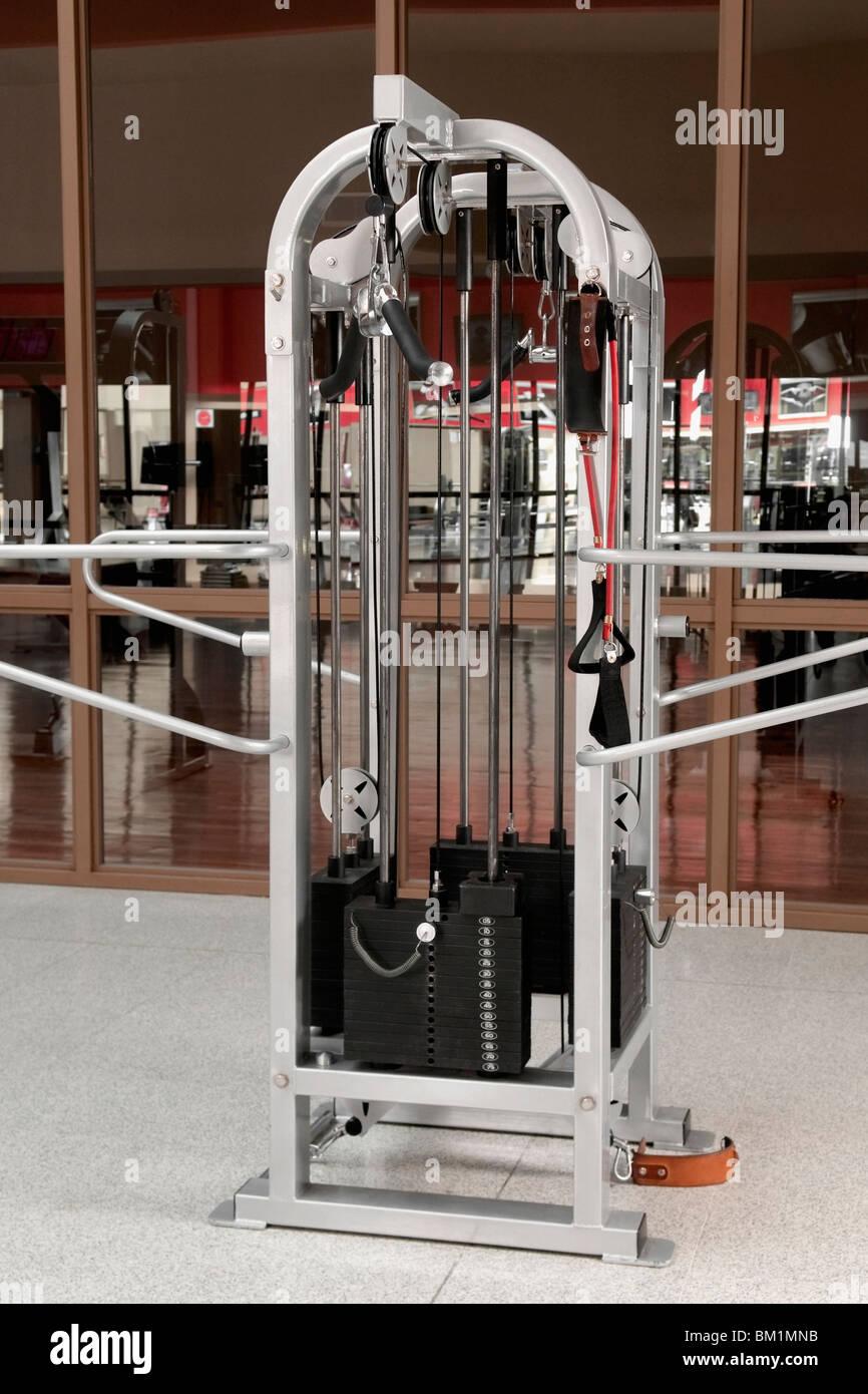 Machine d'exercice dans une salle de sport Photo Stock