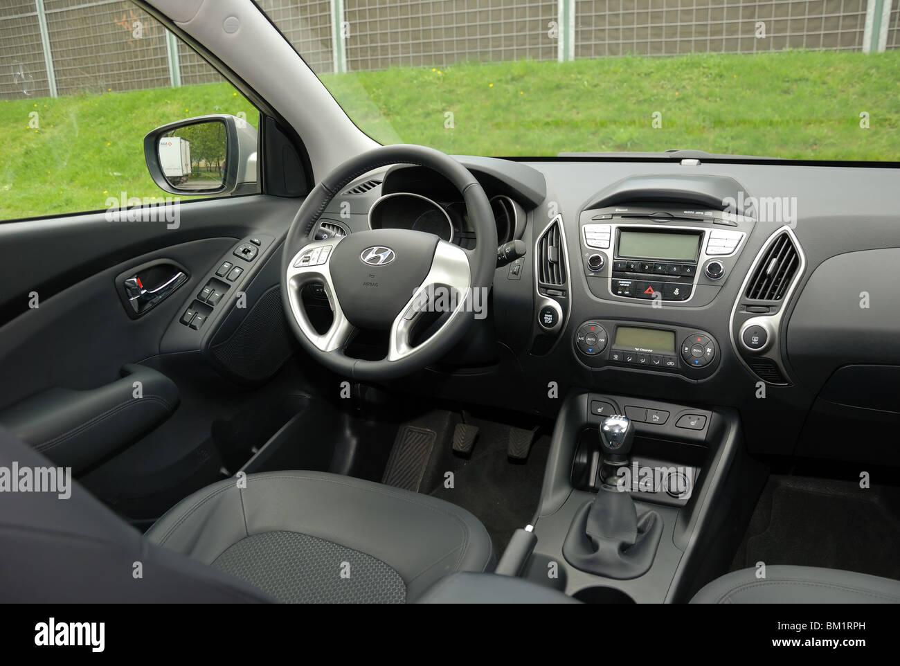 hyundai ix35 20 crdi 4x4 2010 beige metallic vus compact coren intrieur planche de bord console cockpit