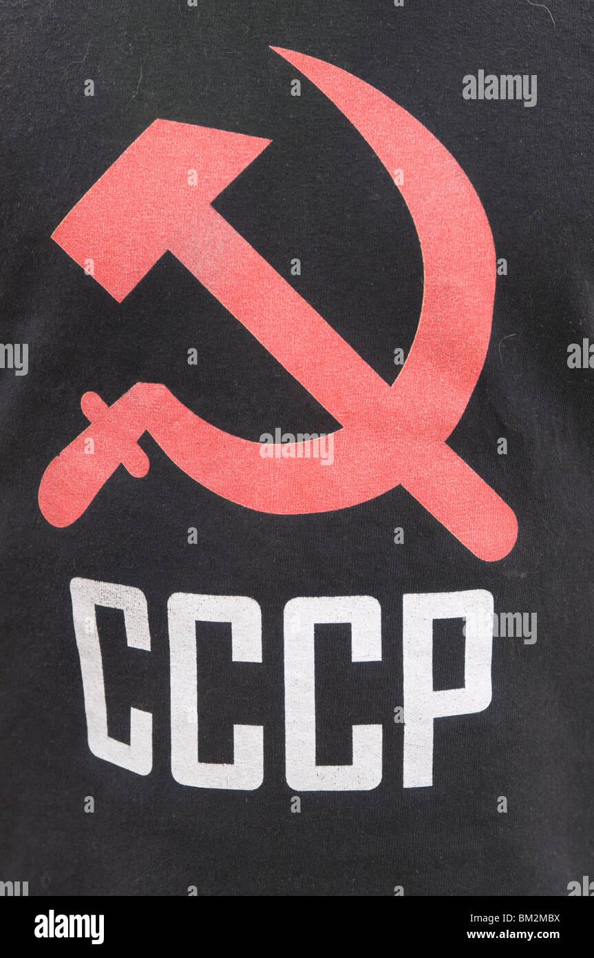 La faucille et du marteau comme signe de communisme sur un T-shirt, Bichkek, Kirghizistan Photo Stock