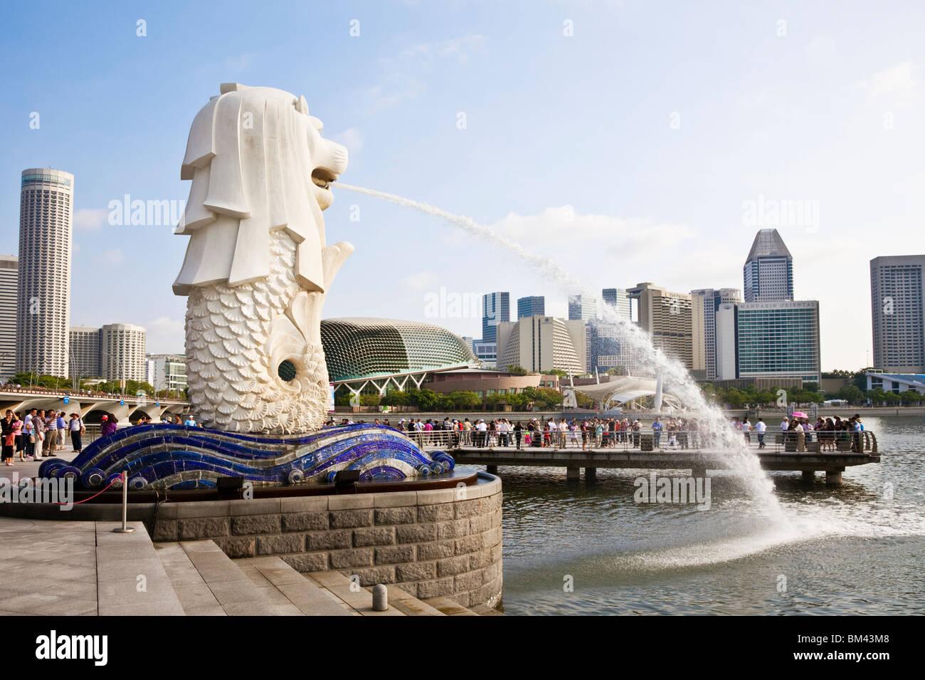 Le Merlion, statue sur l'Esplanade, à Singapour Banque D'Images